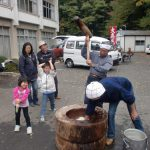 小手姫の里秋祭りにて、餅つきの様子。2009/11/1