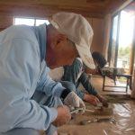 交流館もりもり隣、里山工房にて。竹とんぼやぽっくり作り。2010/5/9